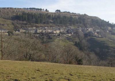 Le village de Barre des Cevennes, entre les schistes et les grès et calcaires
