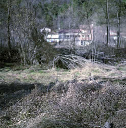 Les Waffen SS renouvellent cette stratégie à la Rivière qu'ils menacent d'incendier. Tous les maquisards, résistants et habitants du secteur se mobilisent pour défendre le village, qui sera finalement attaqué et incendié le 6 juin 1944, jour du débarquement.