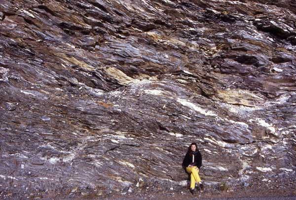 2 – Il y a 340 Ma… Une chaîne de montagnes s'élève….