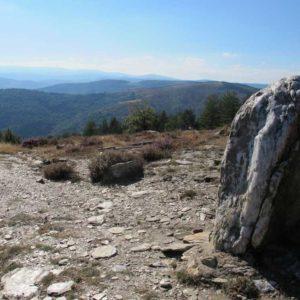 Menhir à Claroudens le long de la voie royale vers Saint-Martin-de-Lansuscle