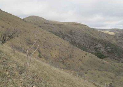 Décalage de la limite granite-calcaire par une faille au dessus de Ruas.
