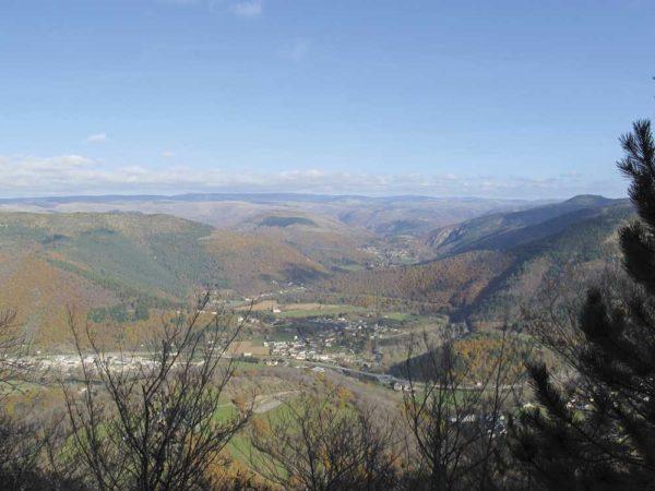 Vue sur la vallée de Bédouès et Cocurès depuis Florac.