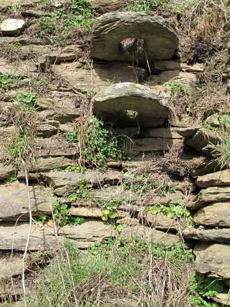 Calquieres-pierre-trouee