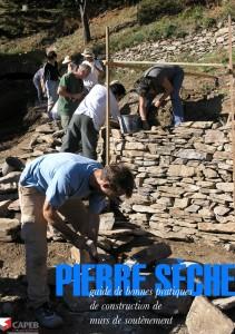 Le Guide de bonnes pratiques est le premier ouvrage national de référence technique pour la construction des murs de soutènement en pierres sèches. Il est destiné aux professionnels : artisans, architectes, ingénieurs, paysagistes…