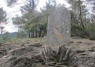 Le menhir du col de la Pierre Plantée. Saint-Germain-de-Calberte - Saint-Martin-de-Lansuscle.