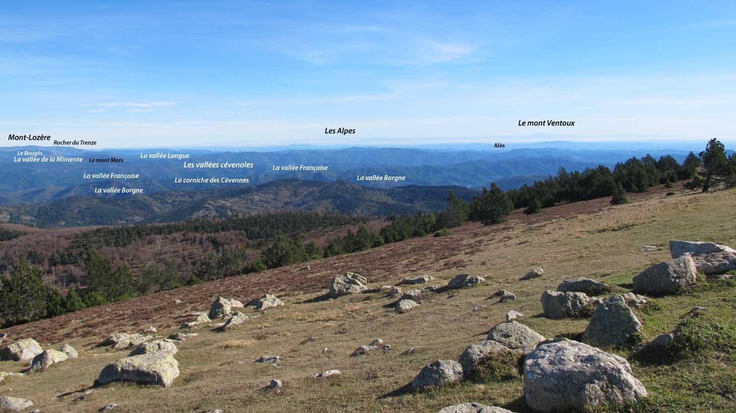 Panorama vu de l'Aigoual vers l'est vers le mont Ventoux