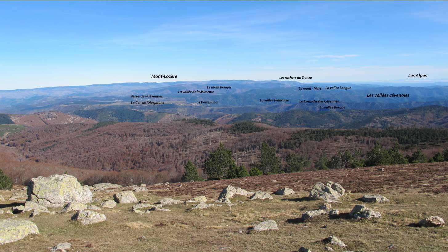 Panorama vue de l'Aigoual vers le nord vers le mont Lozère