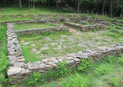 Terrasse dallée des ruines de la villa gallo-romaine de Saint-Clément