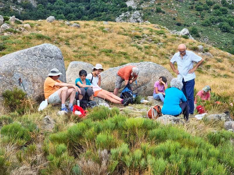 Le pique-nique au col de Montclar (photo Philippe Gaubert)