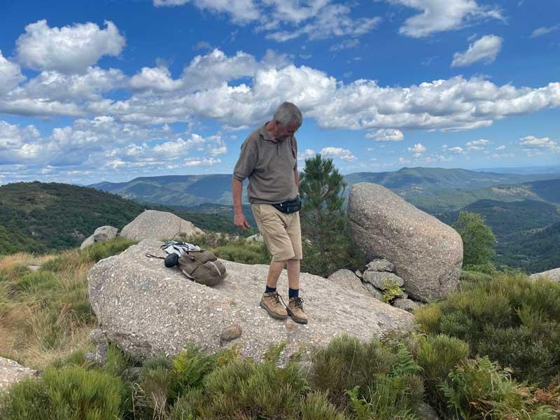 Sur le granite au col de Montclar (photo Florence Arnaud)